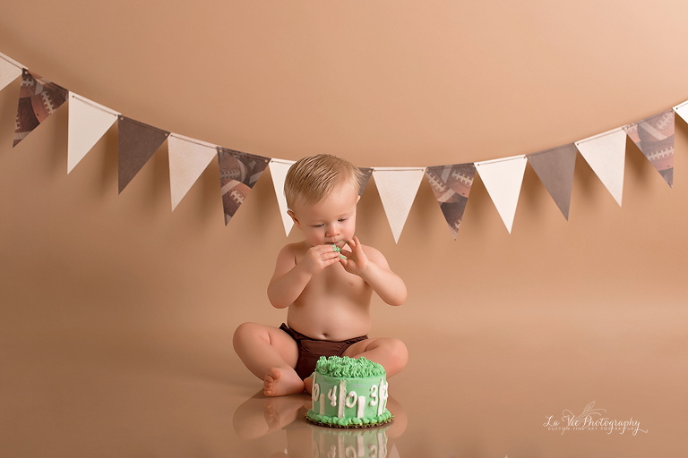 Hayes Is One Pearland Cake Smash Photographer Serving